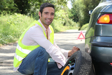 Man changing a tyre