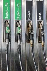 pompe di benzina- stazione di rifornimento