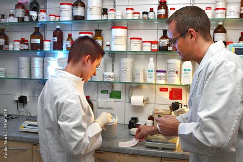 Medikamentenmischung Apothekenlabor