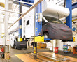 Automobilherstellung Hebebühne / vehicle manufacturing