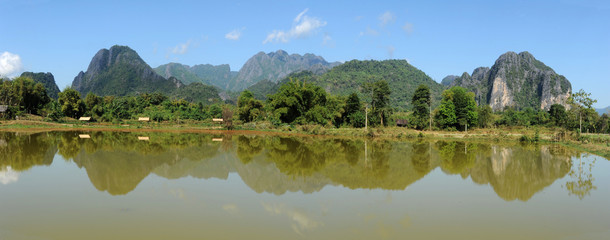 Lago di PaPong vicino a Vang Vieng in Laos