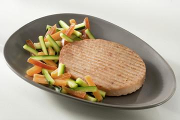 Steak haché de jambon et légumes