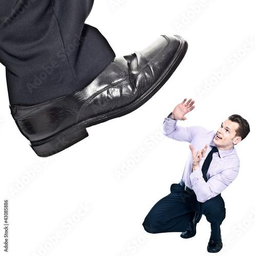 Büroalltag - Boss dominiert Mitarbeiter