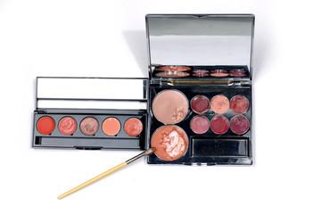 Isolated make-up set