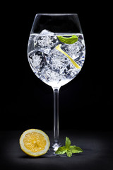 Aromatic gin tonic