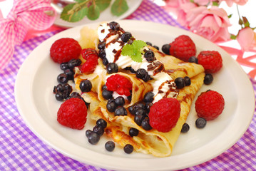 pancakes with blueberry and raspberry