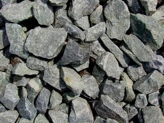 viele kleine graue steine aus steinbruch