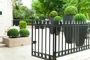 nobler Garten einer Wohnung in Paris