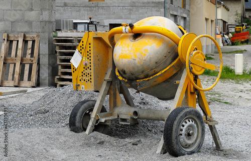 bétonnière de chantier jaune,construction - 43130493