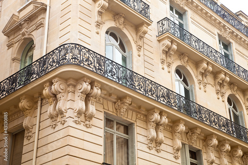 Haus mit Balkon in Paris