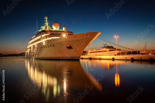 Modern cruise liner in the harbor at night - 43135048