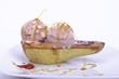 gelato alla nocciola con caramello su base di pera