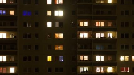 Neubau Zeitraffer bei Nacht