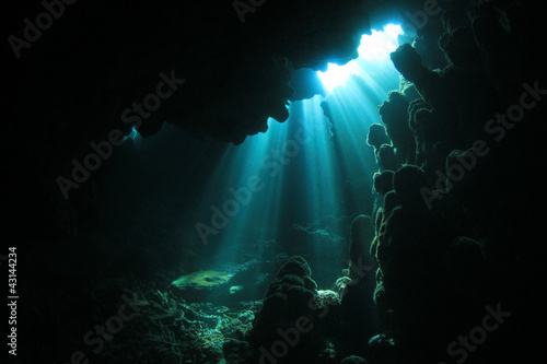 Foto op Canvas Onder water Sunlight in Underwater Cave