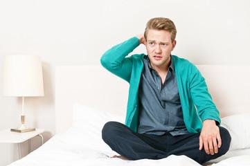 Nachdenklicher Mann mit Problem, Belastung, Leistungsdruck