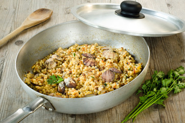 Fregola con arselle, recipe of typical pasta of Sardinia
