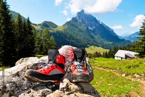 Wanderschuhe bei Wanderung in den Bergen