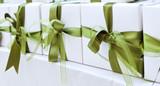 pacchetto con nastro verde