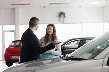 Dealer speaking to a woman
