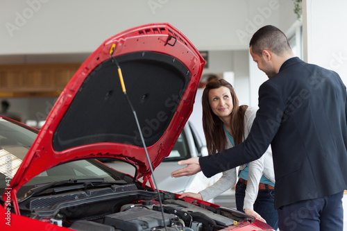 Man showing the car engine