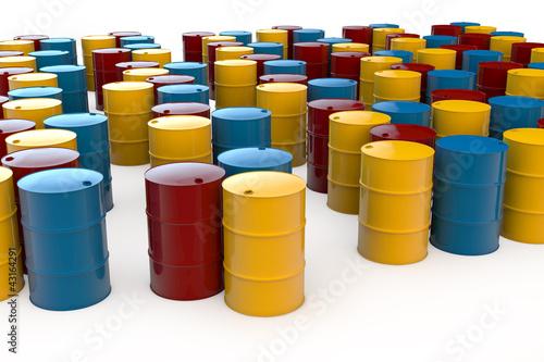 Viele verschiedene Ölfässer