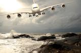 Jumbo Jet beim Landeanflug in der Karibik - 43164608