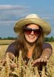 Frau im Getreide