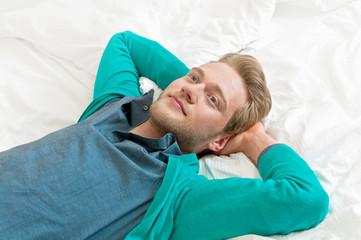 Nachdenklicher Mann, Ausruhen, Mittagspause, Entschleunigung