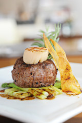 Grilled beef with scallop