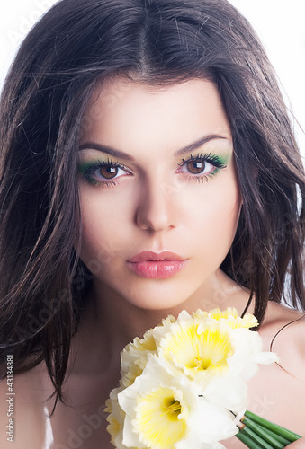Beautiful girl face with spring flower - daffodil narcissus