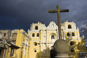 Cross in front of La Merced