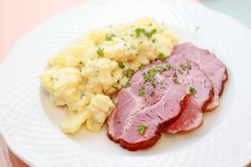 """Rollschinkli"""" mit Kartoffelsalat"""