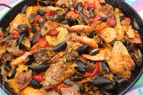 paella aux fruits de mer cuisine espagnole photo libre de droits sur la banque d 39 images. Black Bedroom Furniture Sets. Home Design Ideas