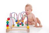 süßes baby beim spielen