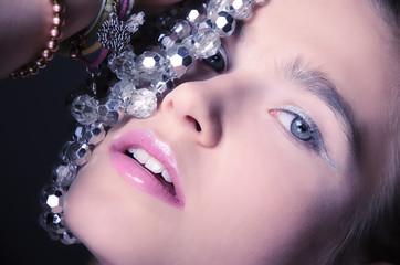 piękna kobieta i biżuteria