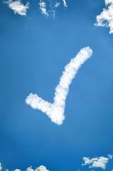 Haken in weiß aus Wolken