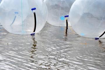 Water walking bälle im Wasser