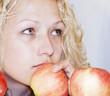 Mujer con manzanas