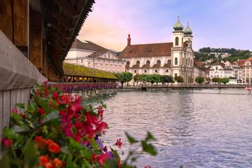 Jesuitenkirche von der Kapellbrücke aus, Luzern, Schweiz