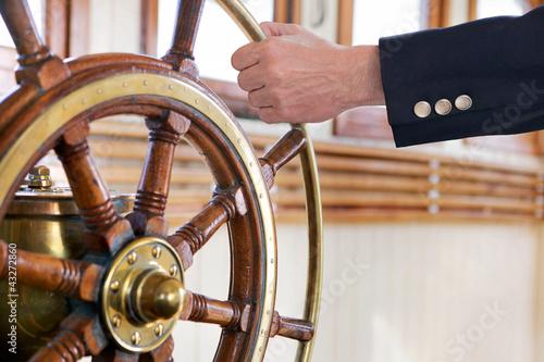 Leinwandbild Motiv Hand am Steuer 2