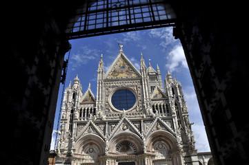 puerta a la catedral de Siena