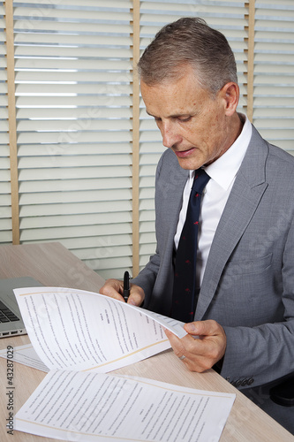 businessman sign a contract