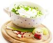 Gurkensalat wird zubereitet