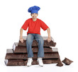 Niño cocinero sujetando chocolate,comiendo chocolate.