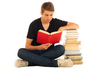 Junger Mann liest 31.07.12