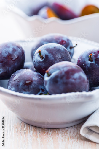 Close up of fresh plums in a bowl
