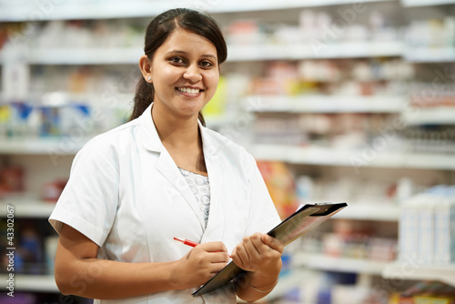 Pharmacy chemist woman in drugstore - 43302067