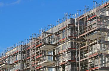 Neubau mit grauer Dämmung
