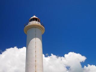 白亜の灯台と青空と雲