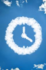 Uhr aus Wolken